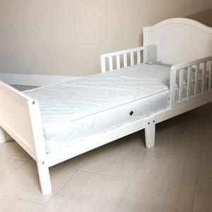 Toddler Bed With Mattress for Sale in Hollywood, FL
