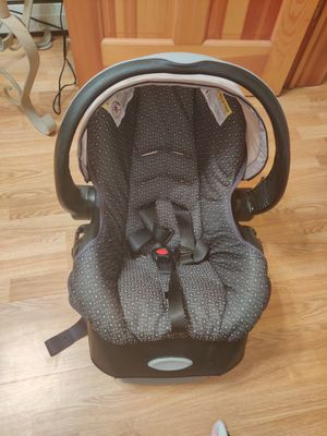 Evenflo car seat and base for Sale in Bloomsburg, PA