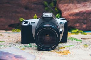 Canon eos rebel 2000 film camera and lens for Sale in Brentwood, CA