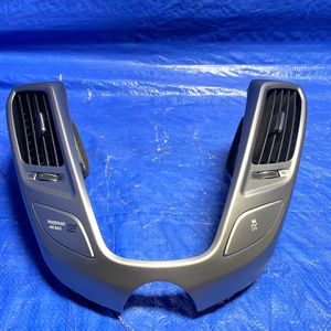 ✅ 12 13 14 15 16 17 Hyundai Veloster FRONT CENTER DASH AC Vent PANEL BEZEL OEM for Sale in Miami Gardens, FL