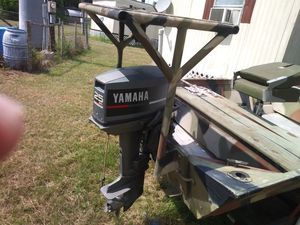 15 foot jon boat seats trolling motor life vest some fishing poles just don't use it no more got to get rid of it that's in the yard for Sale in Lakeland, FL