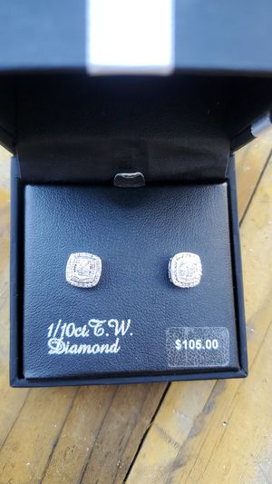 1/10 ct diamond earrings. for Sale in Garden Grove, CA