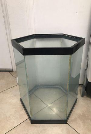 20 gallon hex fishtank aquarium for Sale in Miami, FL