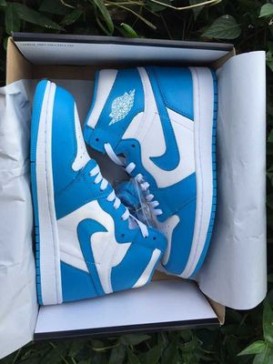"""Air Jordan 1 Retro High OG""""UNC"""";size 5.5 to 11 for Sale in Boston, MA"""
