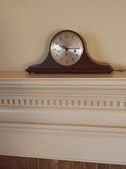 Dunhaven Mantle Clock for Sale in Rustburg,  VA