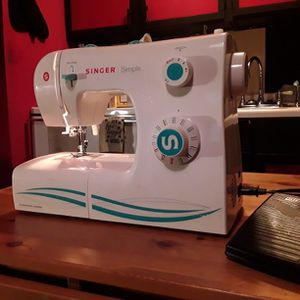 Singer 2263.RF Simple 23-Stitch Mechanical Sewing Machine RETAIL $200+ for Sale in Seattle, WA