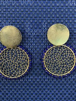 Gold earrings with blue details and made with beads. for Sale in Miami,  FL