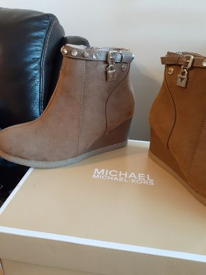 MICHAEL KORS SIZE 4y FOR GIRL for Sale in Highland, CA