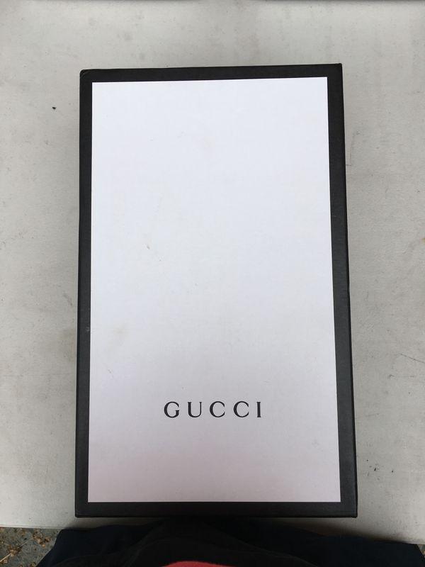 White Sneaker w/ Gucci Stripe 😍