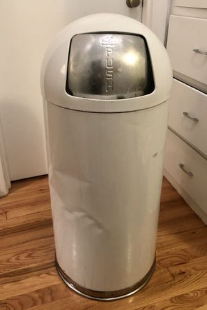 United Retro Metal White Trashcan for Sale in Portland, OR