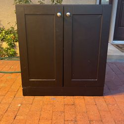 2 Door Medium Sized Cabinet for Sale in Burbank,  CA