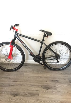 Mountain bike for Sale in Phillips Ranch, CA