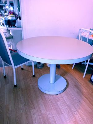 Grey formica table for Sale in Atco, NJ