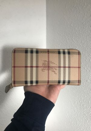 BURBERRY ZIP AROUND WALLET 100% AUTHENTIC for Sale in Chula Vista, CA