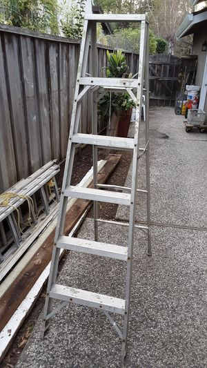 6 ft Aluminum Ladder- Lightweight- 5 Steps- Good Condition for Sale in San Jose, CA