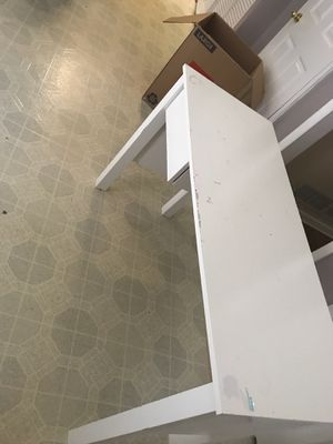 Small white desk for Sale in Douglasville, GA