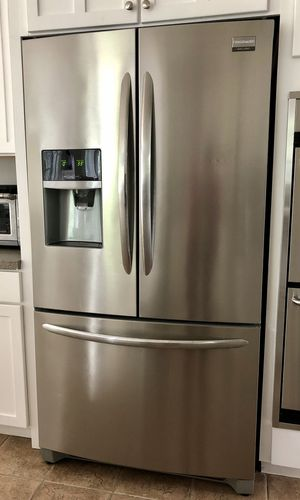 Frigidaire Gallery Stainless Steel French Door Refrigerator With Water & Ice Maker for Sale in Chagrin Falls, OH