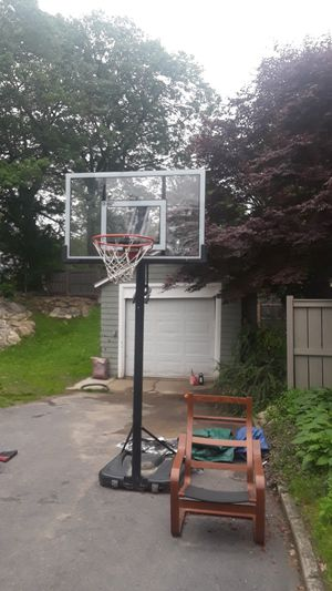 LIFETIME BASKETBALL HOOP for Sale in Milton, MA