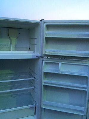 Refrigerator whirlpool for Sale in Las Vegas, NV