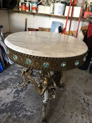 Vintage antique 24 inch round marble lighted up accent table for Sale in Howell Township, NJ