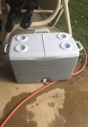 Rubbermaid Cooler for Sale in Victorville, CA