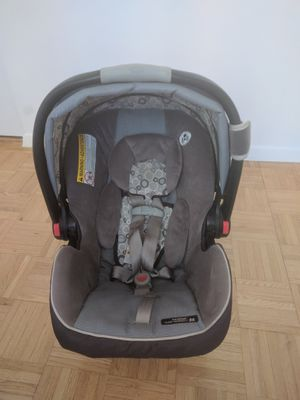 Graco Infant car seat with base on sale for Sale in Jersey City, NJ