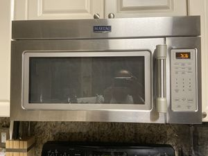 Maytag 2 years old microwave for Sale in Miami, FL