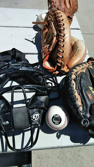 COMBO:: BASEBALL CATCHETRS MASK AND GLOVE.- CALL {contact info removed} for Sale in Thousand Oaks, CA