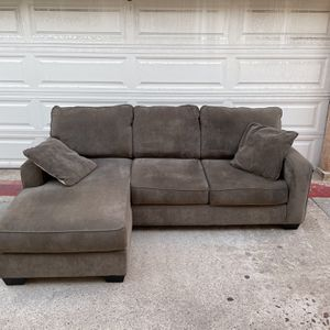 Dark Gray Microfiber Sectional Couch w/reversible Chaise Lounge -I Can Deliver for Sale in San Diego, CA