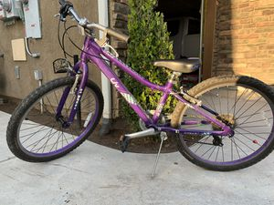 "Girls LIV Enchant by Giant bike with 7 gears 24"" Venmo only😊 for Sale in Clovis, CA"