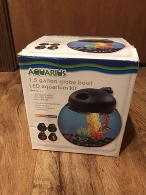 1.5 Gallon Fish tank with LED light for Sale in Montgomery, IL