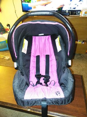 Infant car seat and base for Sale in Salt Lake City, UT
