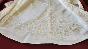 """Wedding Dress high-end Bust: 39"""" Waist: 30"""" Length: 60"""" Tail: 84"""" Sealed in a box for Sale in Chula Vista, CA"""