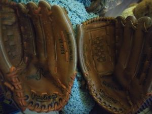 2 softball gloves rawling and spalding for Sale in Land O Lakes, FL