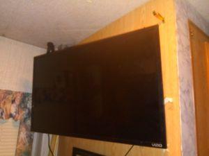39 inch Vizio smart tv for Sale in Bend, OR