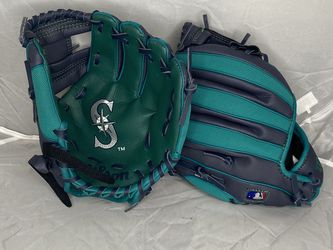 Baseball Gloves for Sale in Issaquah,  WA