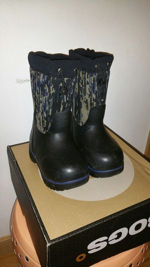 Kids winter snow boots BOGS shoes kids toddler size 10 gently used in excellent condition for Sale in Mentor, OH