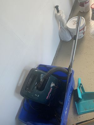 Vacuum cleaner free still works for Sale in Woodridge, IL