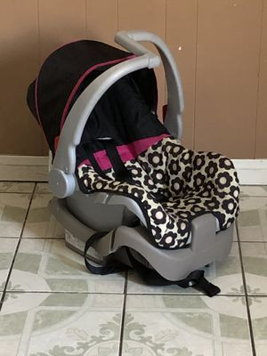 EVENFLO INFANT CAR SEAT WITH BASE for Sale in Riverside, CA