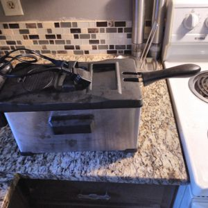 Electric Deep Fryer for Sale in Irving, TX