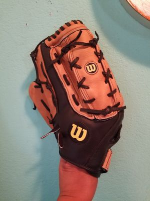 Wilson Baseball Glove..Its A Lefthanded glove (But goes on right hand)... 14 inch large size...Like new! for Sale in Modesto, CA