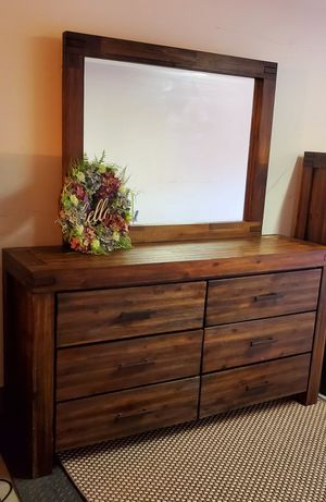 6 Drawer Dresser with Mirror for Sale in San Diego, CA