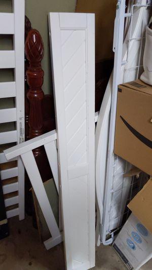 Free baby crib. White color. No Mattress. for Sale in Auburn, WA