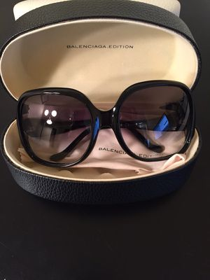 Balenciaga Black Sunglasses for Sale in Chicago, IL