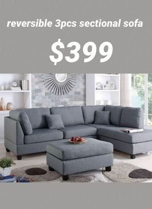 Grey sectional sofa includes ottoman & two accent pillows' reversible chaise for Sale in Fullerton, CA