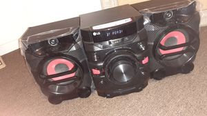 Radio / bluetooth speaker for Sale in Philadelphia, PA