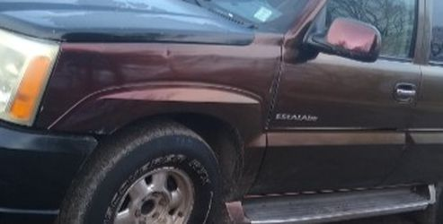 2002 Cadillac Escalade Think Transmission Is Going Out Just Don't Wanna Put Money Into It 1000 Obo for Sale in Springfield,  IL