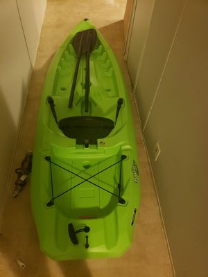 Daylite sit on top kayak with paddle for Sale in Chapel Hill, NC