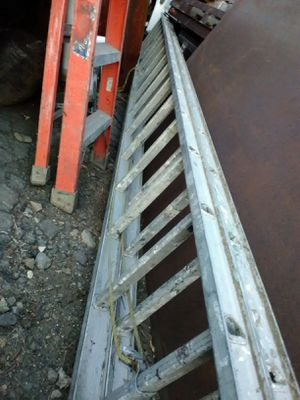 32 foot aluminum extension ladder for Sale in Lynn, MA