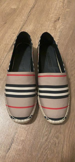 Burberry Flat size US 8 for Sale in Glendale, CA